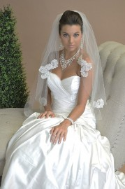 Scallop with Lace Motifs Bridal Veil