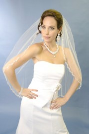 One Tier Fingertip Scallop Beaded Edge Bridal Veil