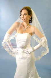 One Tier Fingertip Lace Edge Bridal Veil